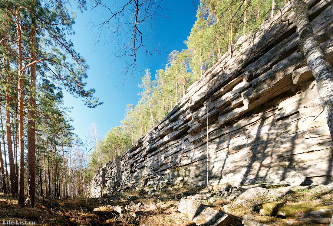 Скалы на реке Адуй адуйский камень фото