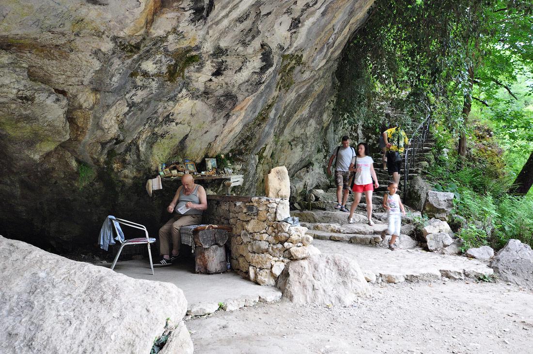 пещера у кельи Симона Кананита Новый Афон