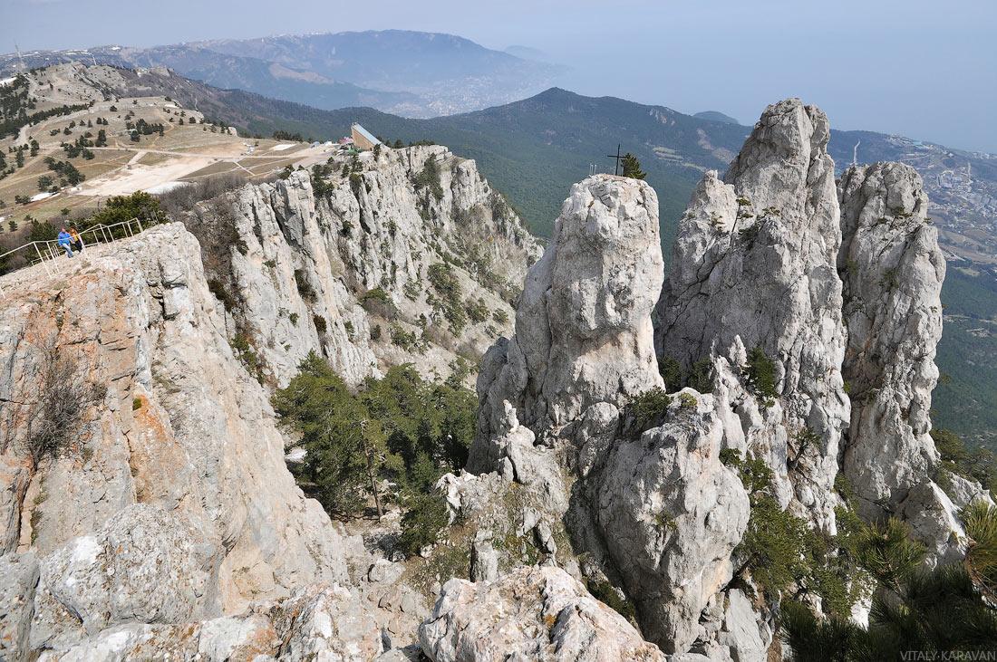 скалы вершина Ай-Петри в апреле