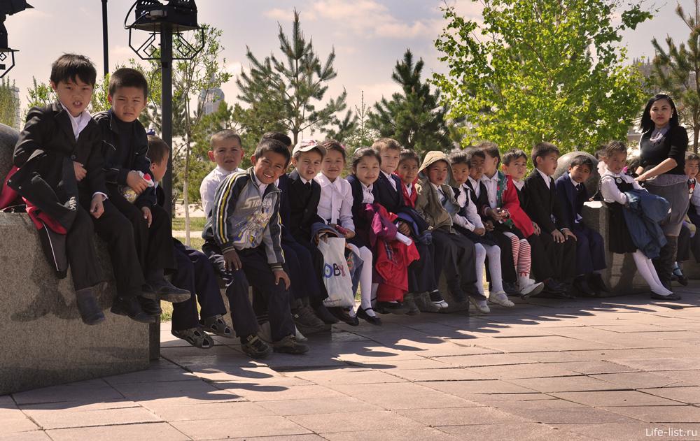 Школьники в Астане