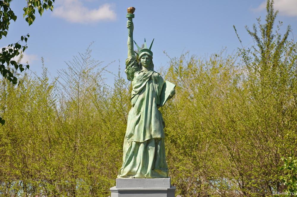 Статуя свободы в парке миниатюр