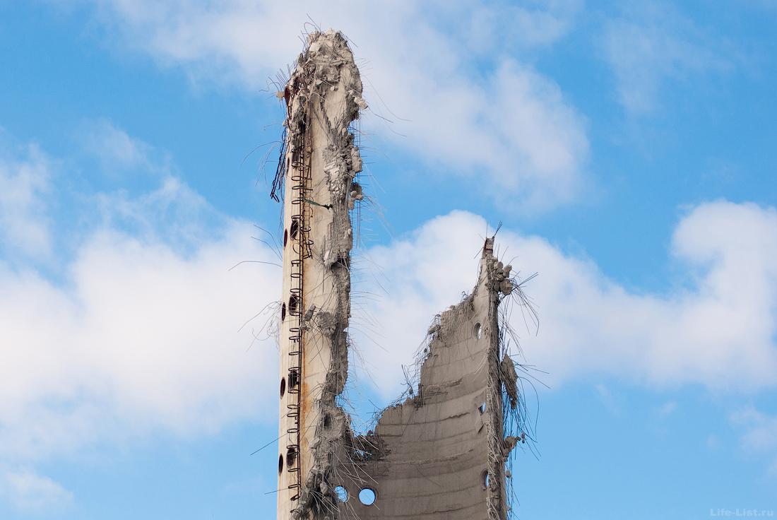 Разрушенная заброшенная башня крупным планом Екатеринбург