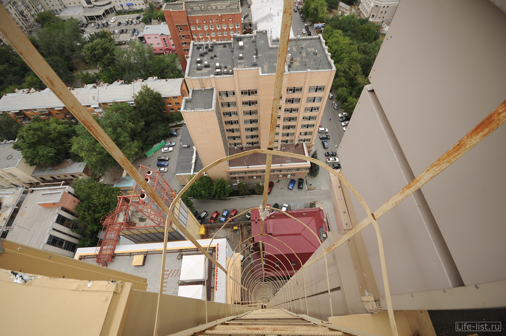 Антей на крыше пожарная лестница