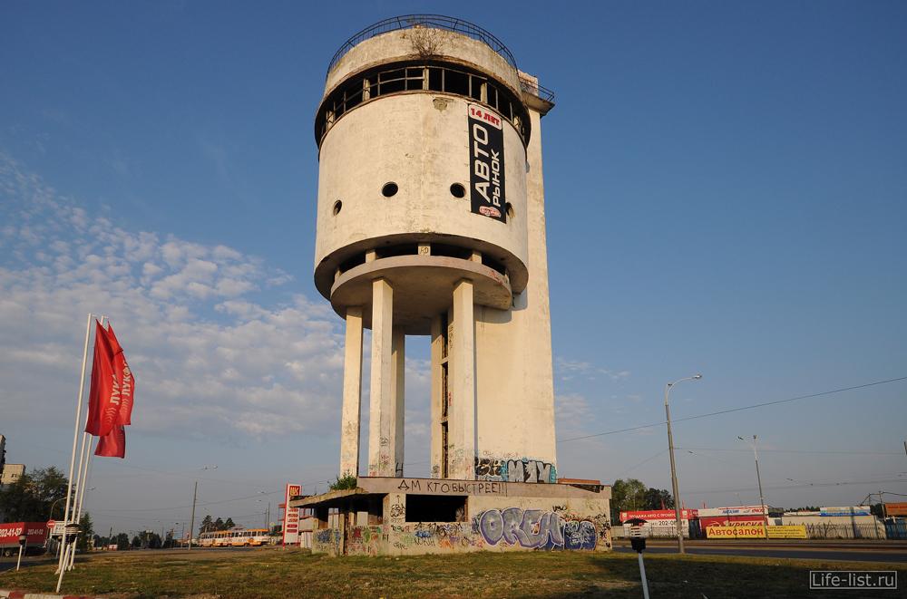 Белая башня водонапорная в Екатеринбурге