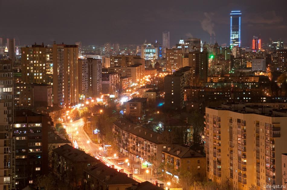 Ночной Екатеринбург вид на улицу Белинского