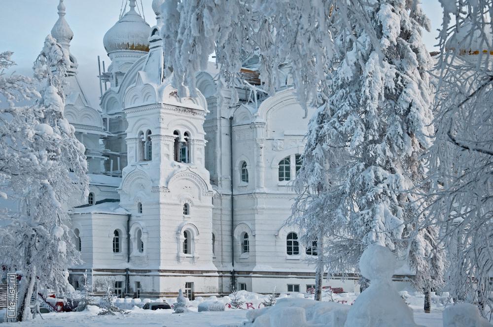 Белогорский мужской монастырь зимой собор