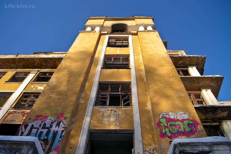 Заброшка в Екате больница в зеленой роще