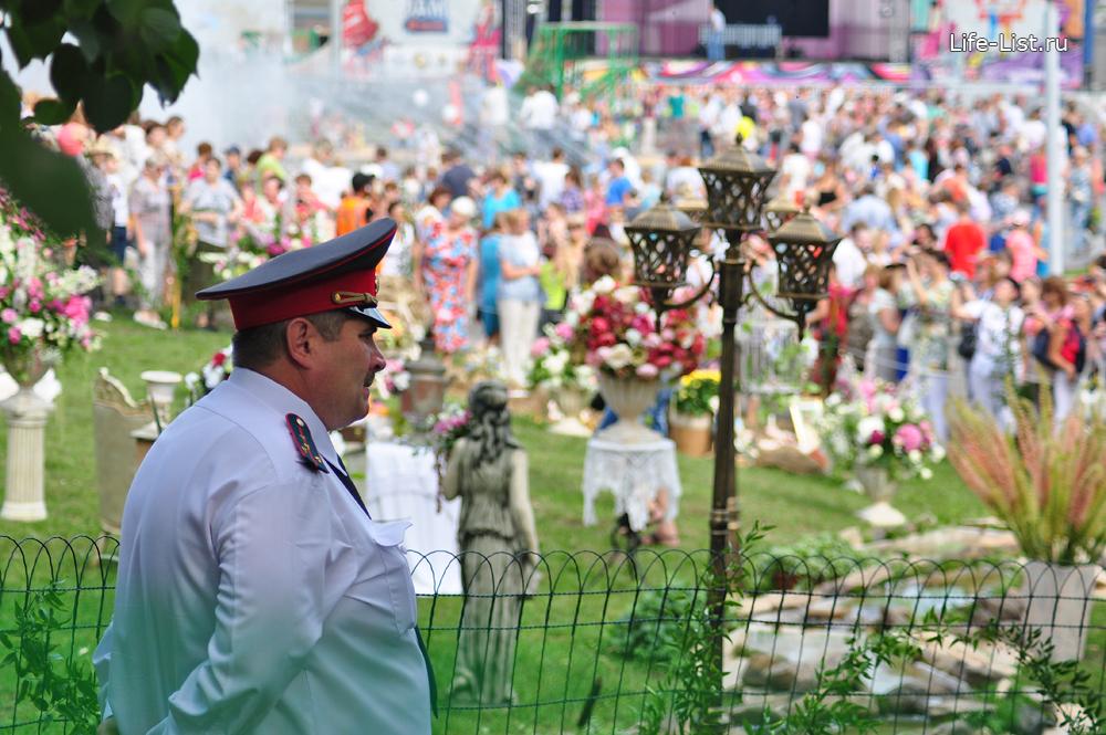 полиция охраняет день города Екатеринбург