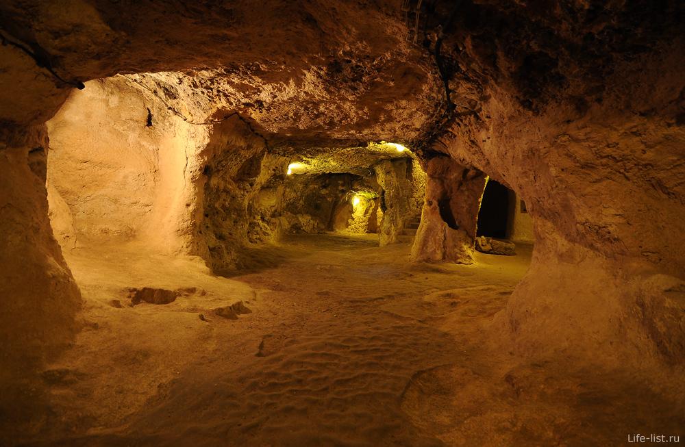 Подземные помещения в городе под землей Каппадокия