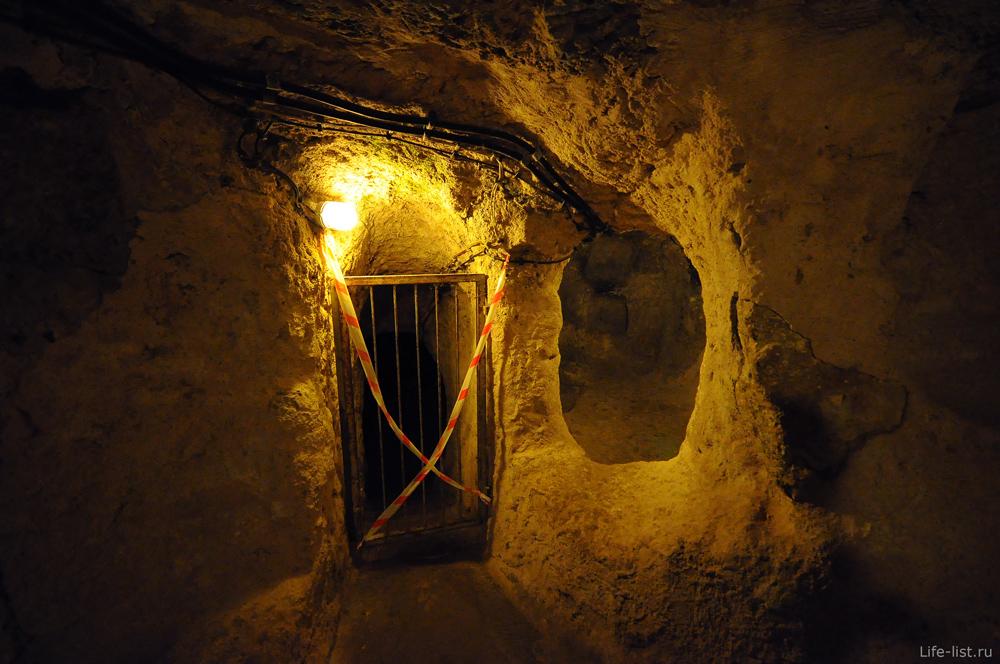 Закрытый вход под землей город Деринкую