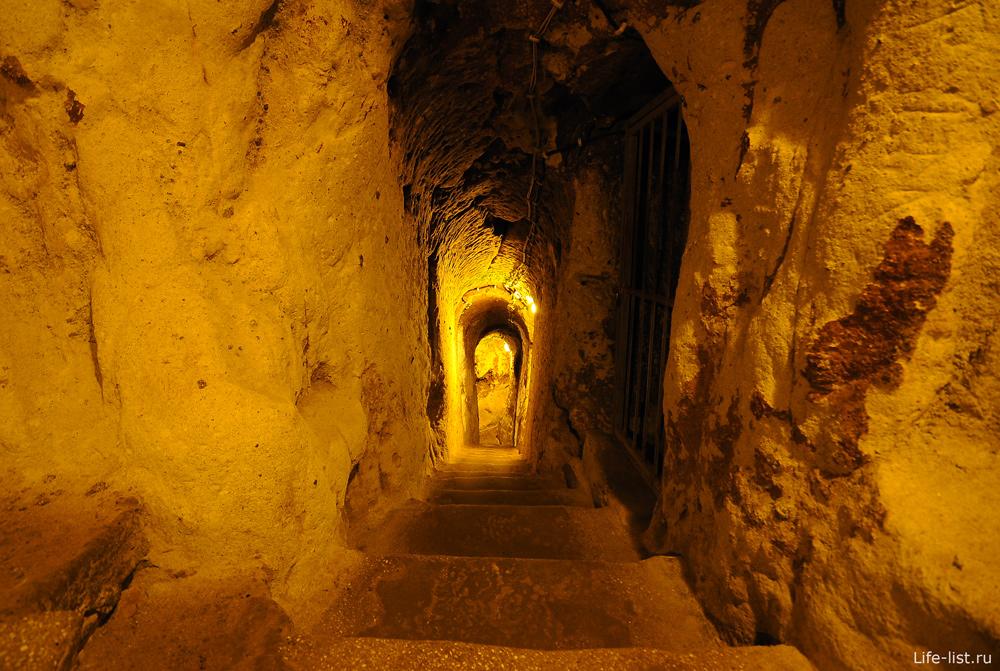 Коридоры в подземном городе Деринкую
