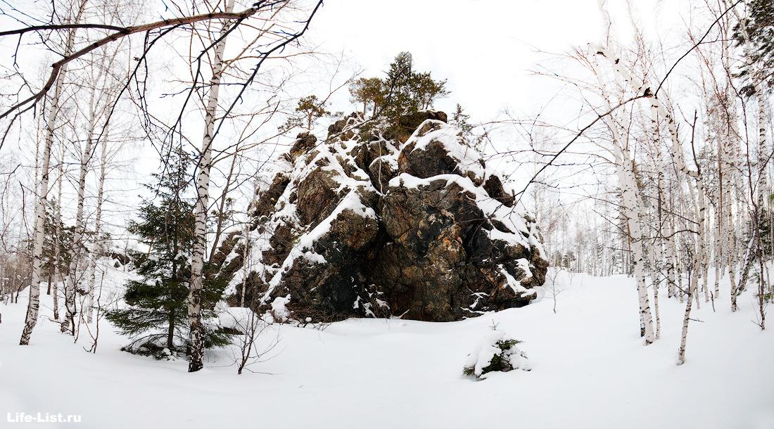 Дыроватый камень скала фото