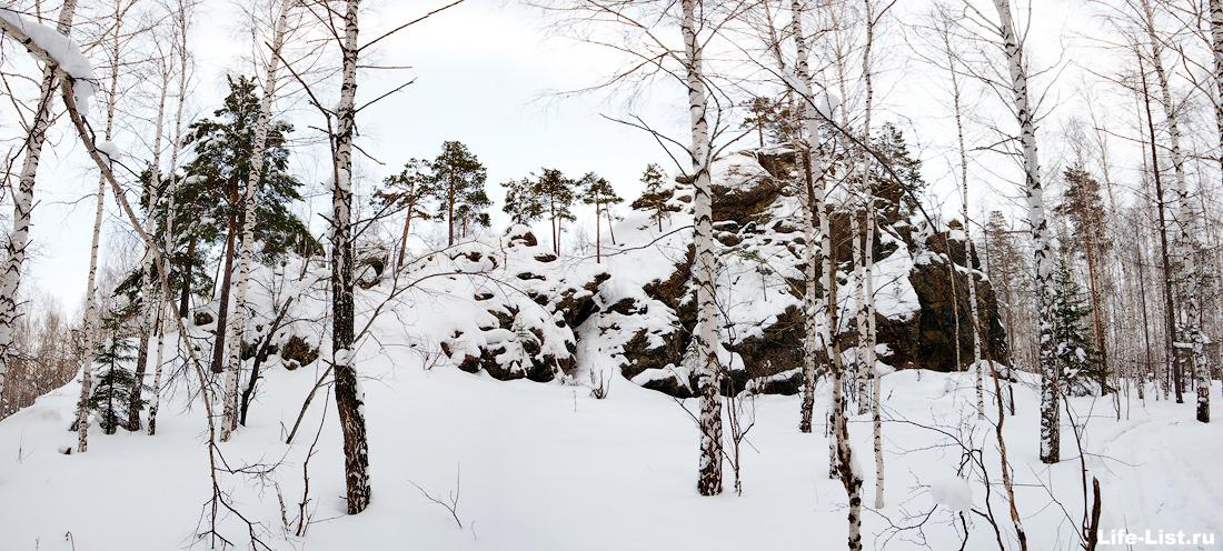 Дегтярск скала фото Дыроватый камень