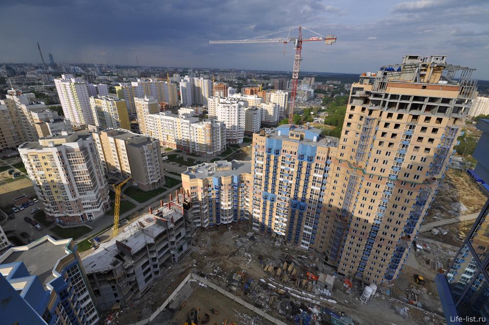 На улице Циолковского. Строится высотный жилой дом 25 этажей
