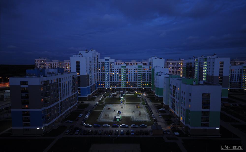 Микрорайон Академический двор с высоты Екатеринбург вечернее фото