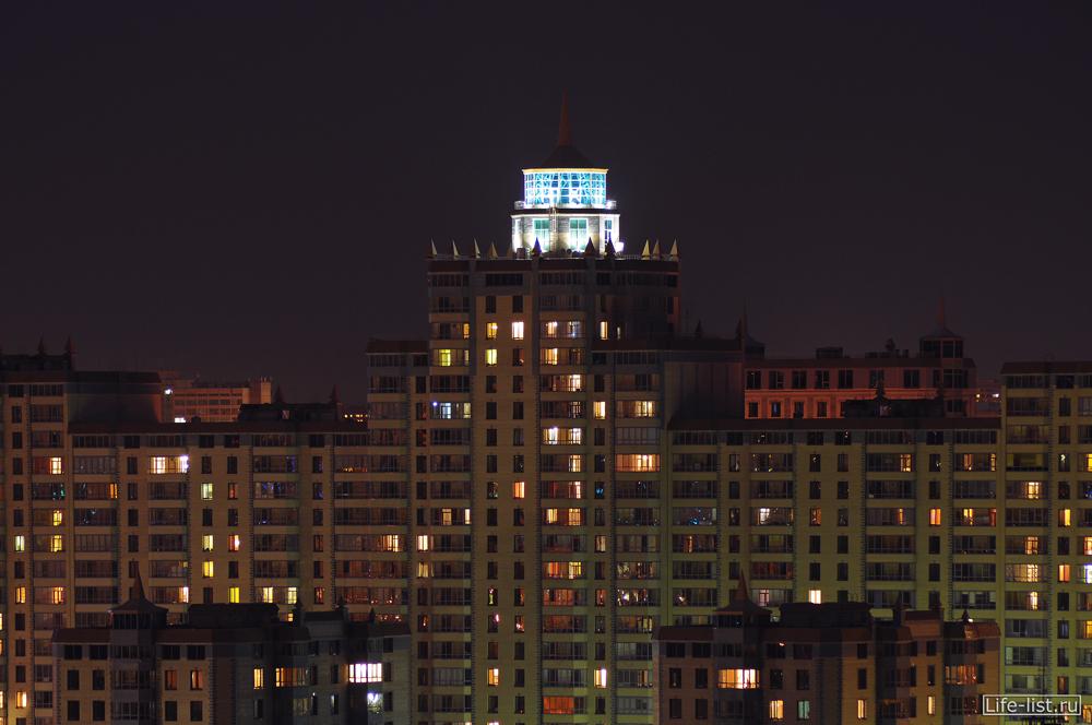 Красивое жилое здание в Екатеринбурге на улице Белинского