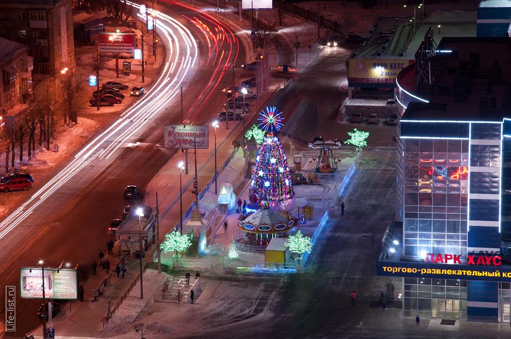 Елка рядом с Парк Хаусом Сулимова улица Екатеринбург
