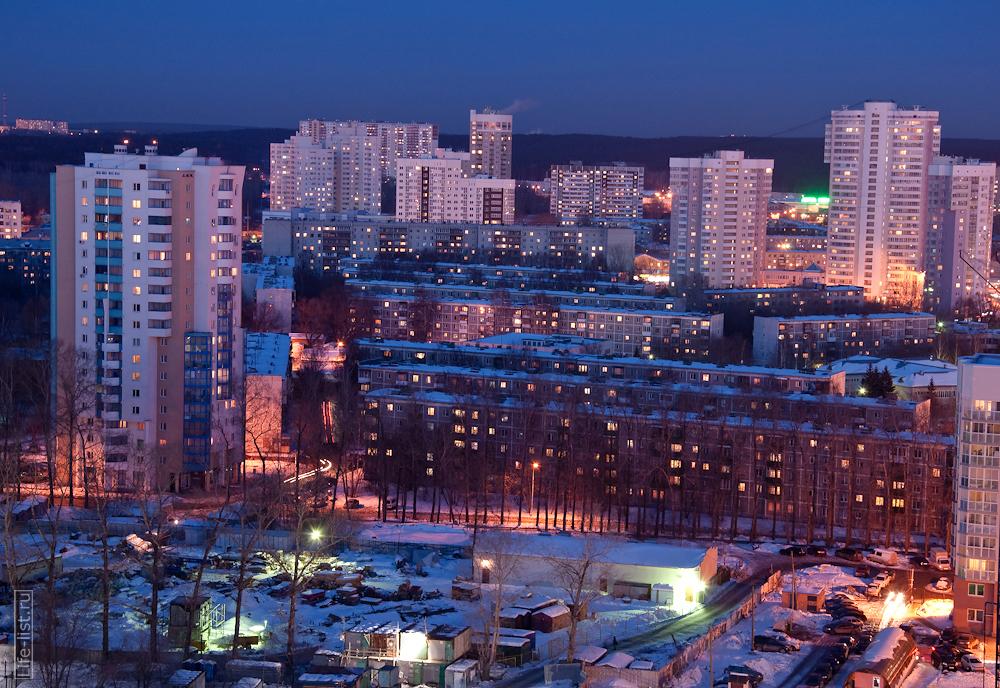 пятиэтажки в районе Авиационной вечерний Екатеринбург