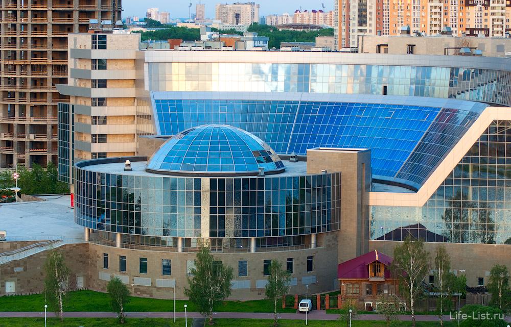 Президентский центр Демидов и одноэтажный памятник архитектуры дом Гайдара
