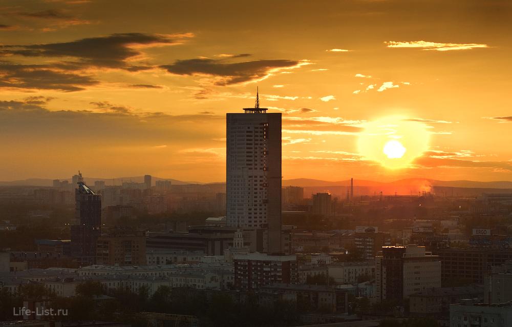Вид на БЦ Призма в сторону жд Вокзала и Уралмаша фото