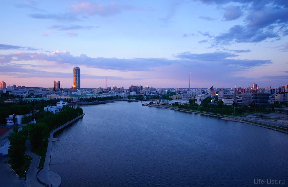 Городской пруд на рассвете Екатеринбурга