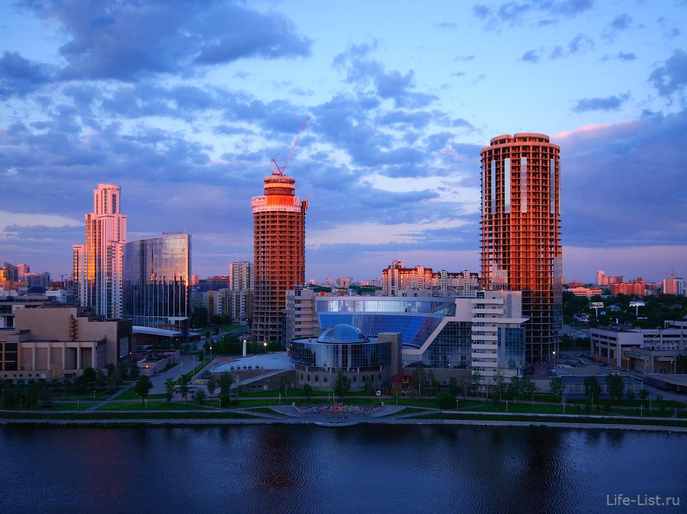 Екатеринбург-Сити с первыми лучами солнца с высоты