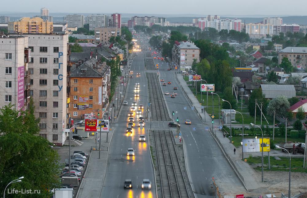 Район Уралмаш. Улица Донбасская в сторону Сортировки