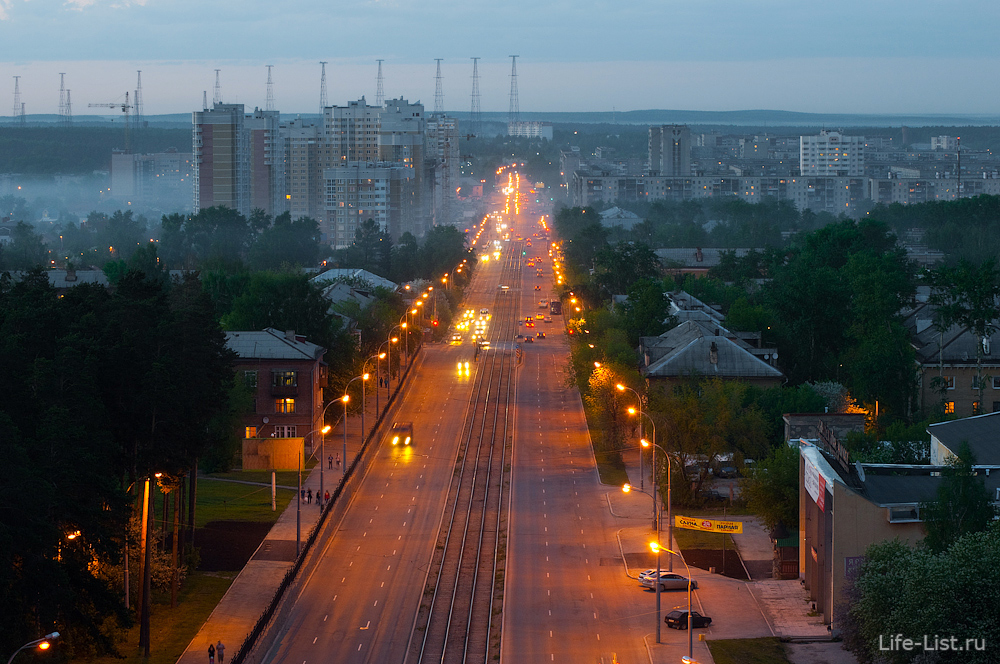 Улица Бакинских Комиссаров с высоты Екатеринбург
