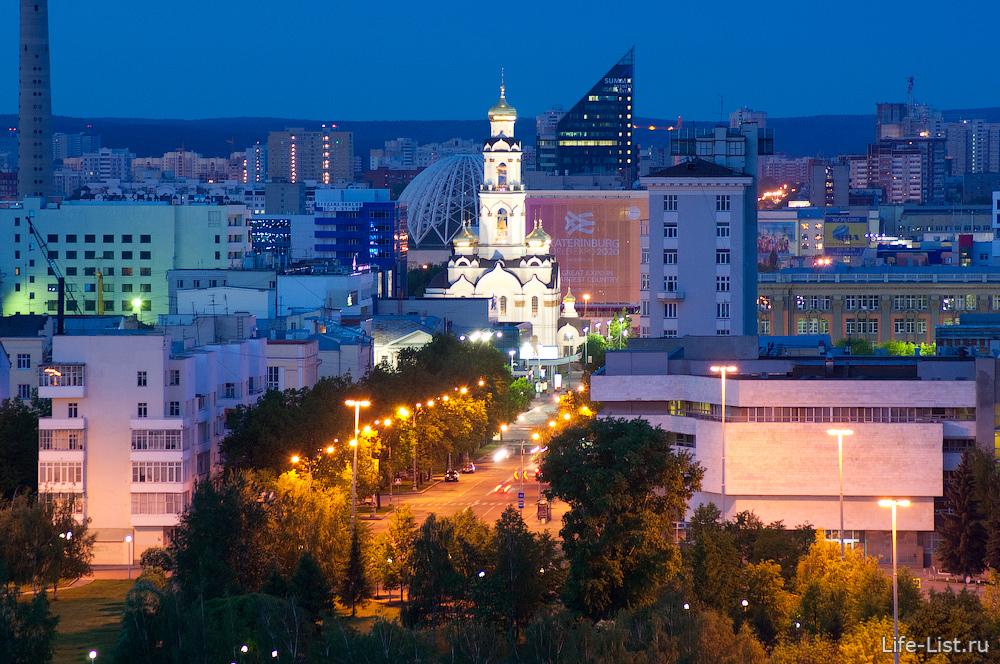 Улица Ельцина и храм Большой Златоуст с высоты Екатеринбург