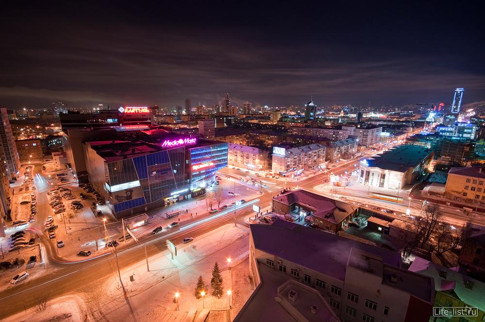 Екатеринбург перекресток улиц Малышева Московская фото Виталий Караван