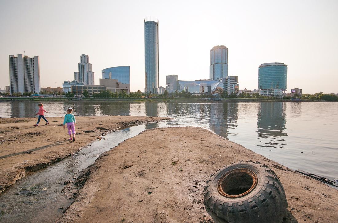 Необычный Екатеринбург фото Виталия Каравана городской пруд
