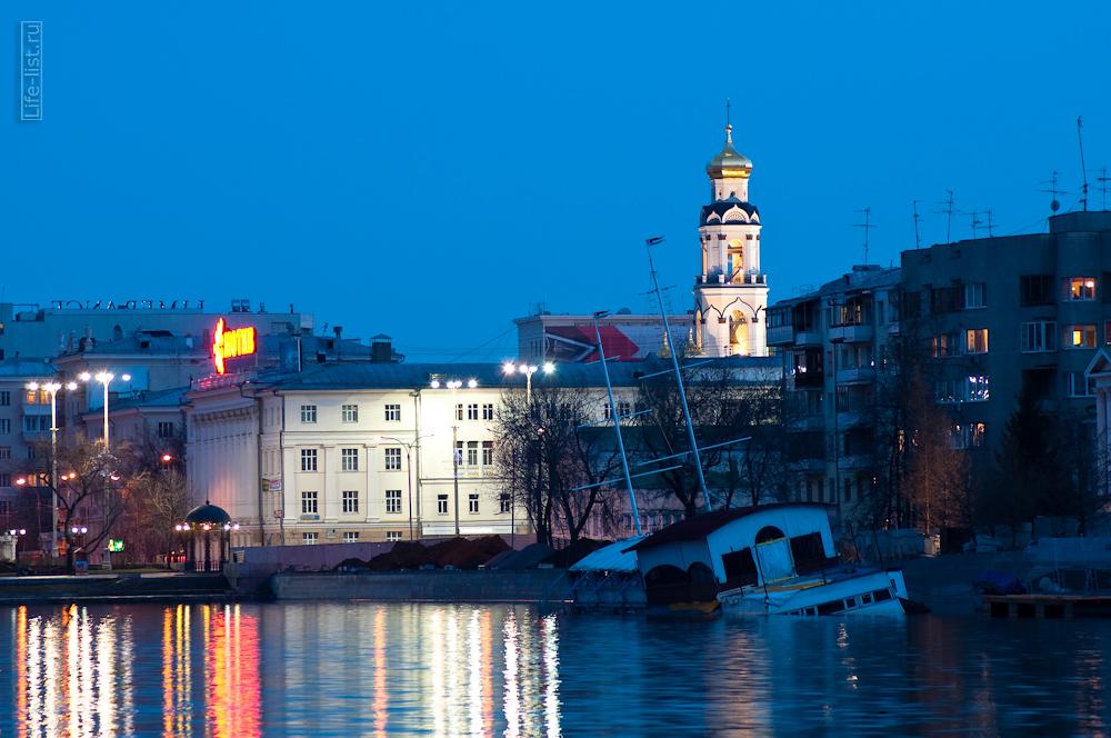 фотограф Виталий Караван затонувший кораблик пруд Екатеринбурга