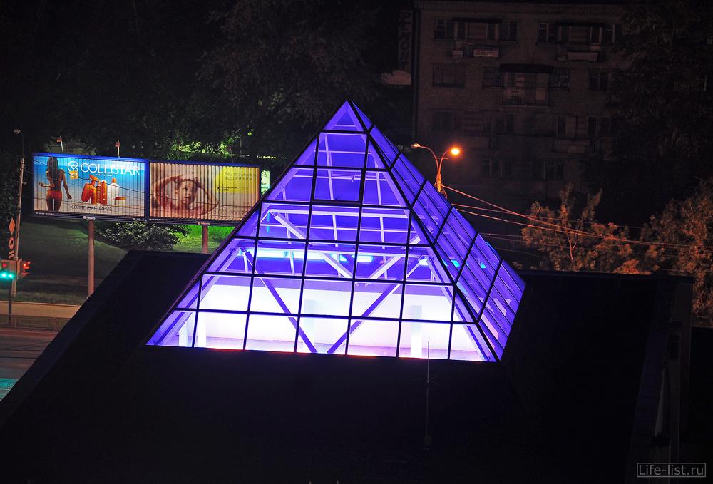 Пирамида на здании Электросетевой компании Екатеринбург
