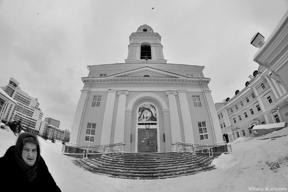 Храм и бабушка рядом фото Екатеринбург