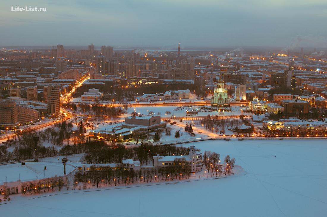 высотный Екатеринбург центр города с высоты пруд Динамо Храм на Крови