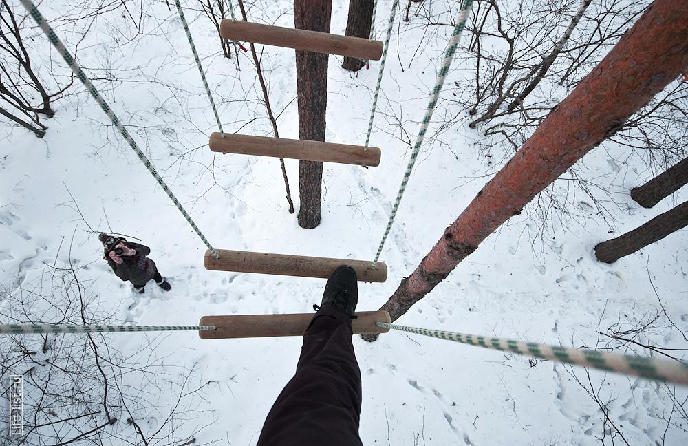 высота несколько метров в парке Эльф веревочный курс