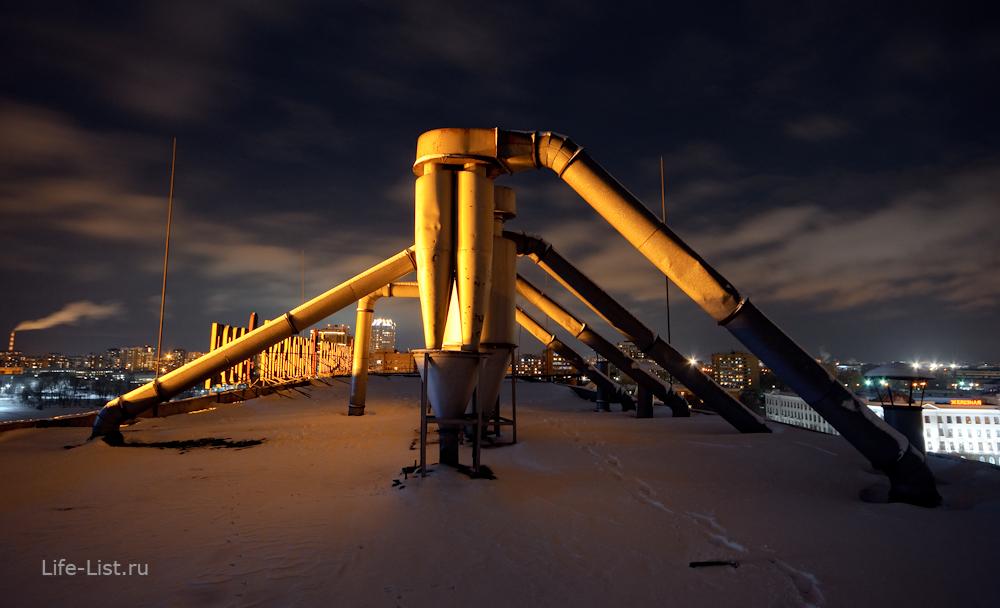 на крыше ЕМЗ в Екатеринбурге ночное фото