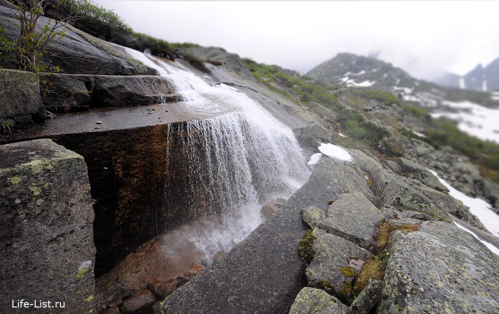 водопад Ергаки у цветных озер