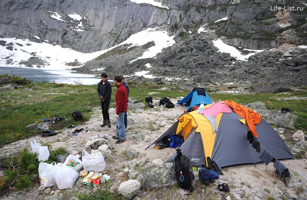 базовый лагерь на цветных озерах Ергаки фото
