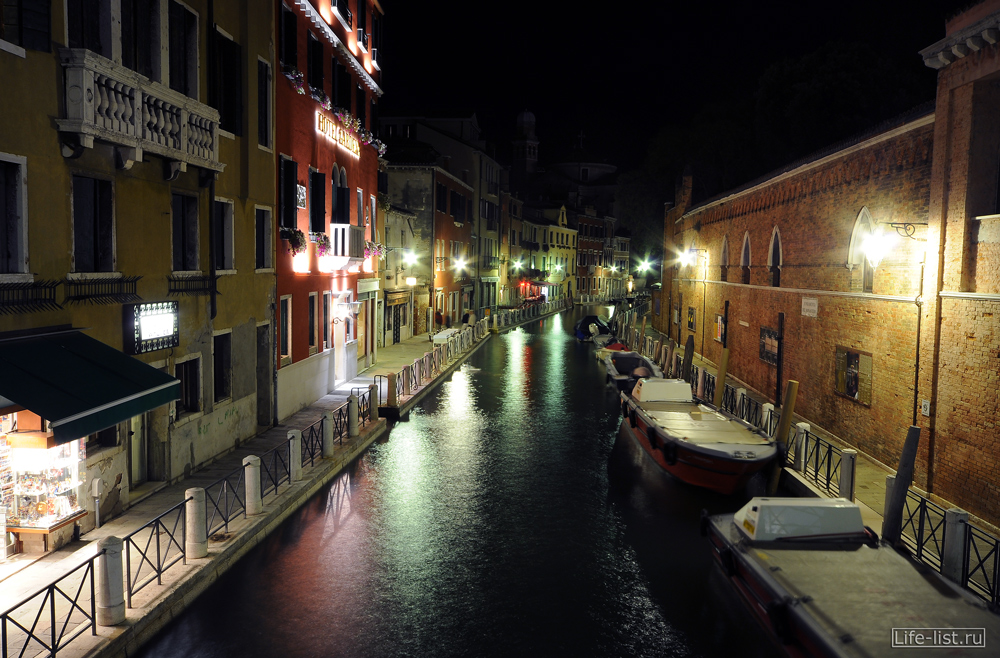 Улочки Венеции канал Италия ночное фото