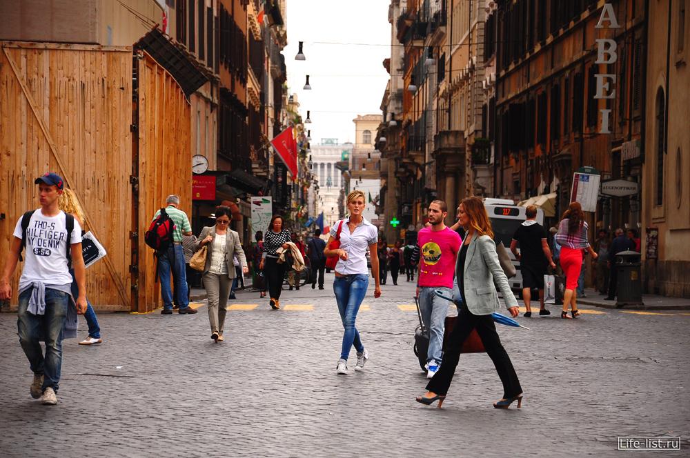 Улицы Рима люди спешат Rome фото