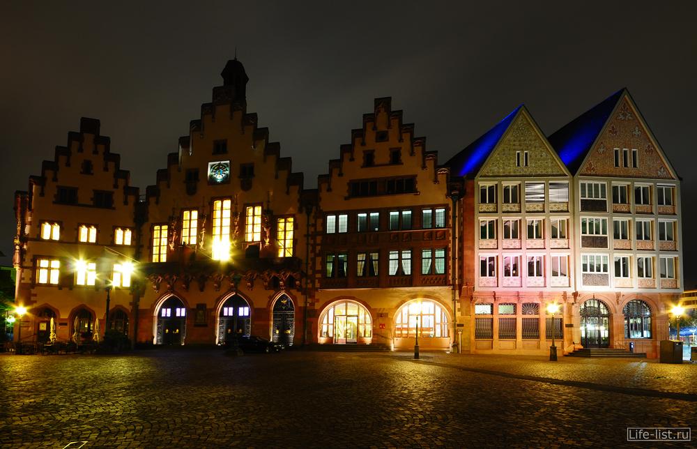 Германия Франкфурт площадь Romeberg Римская пряничные домики ночное фото