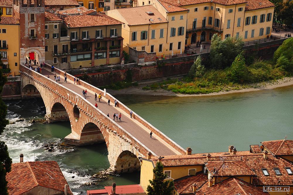 Верона мост Понте Пьетра через реку Адидже фото Виталий Караван
