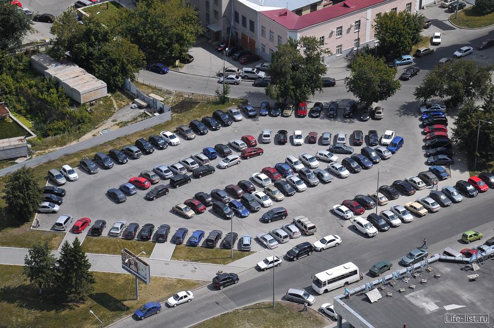 Парковка на февральской революции в Екатеринбурге