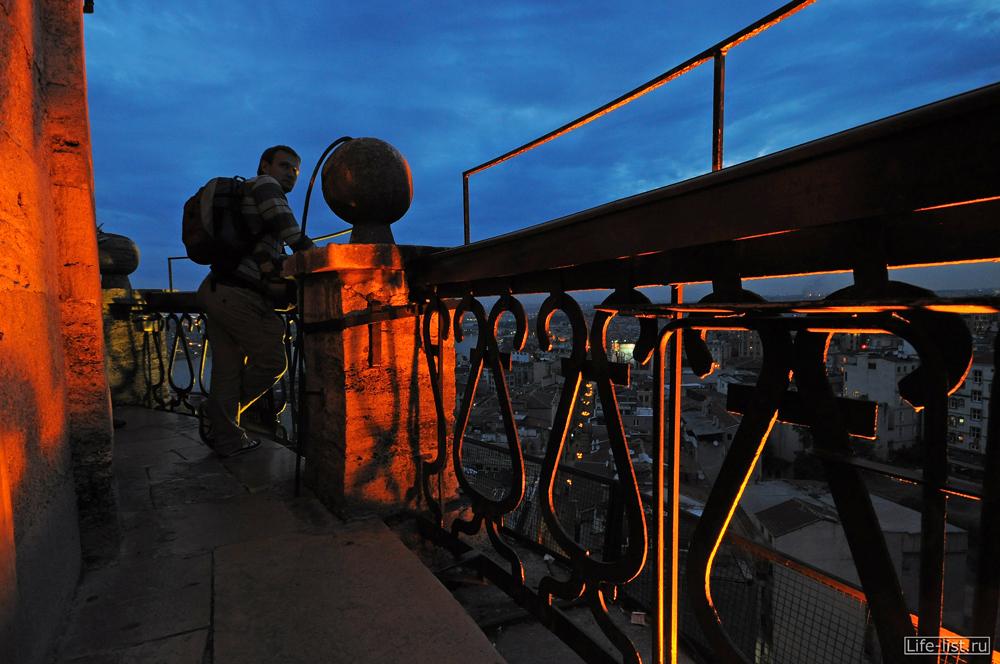 вечером на обзорной площадке на галатской башне