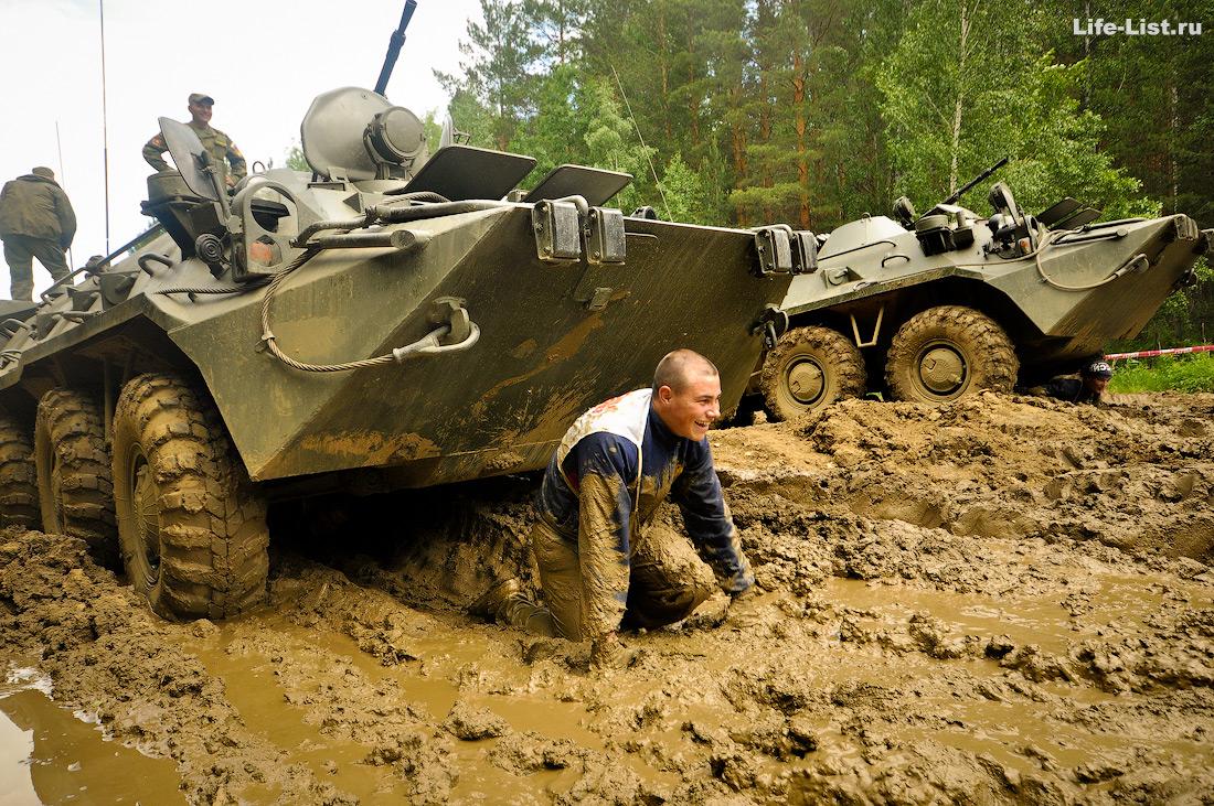 ползком под БТР на гонке героев Екатеринбург 2015