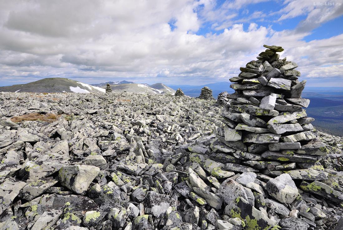Вершина 1200м Главный уральский хребет каменные туры