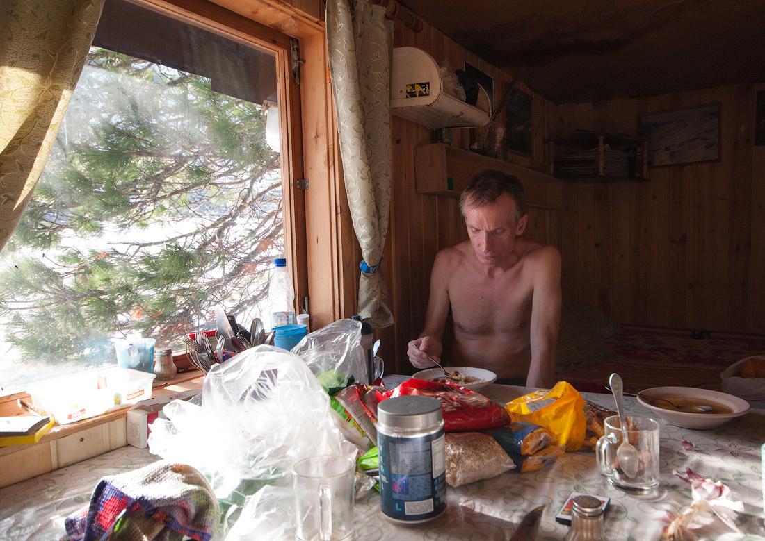 домик на базе Лямпа Главный уральский хребет ГУХ