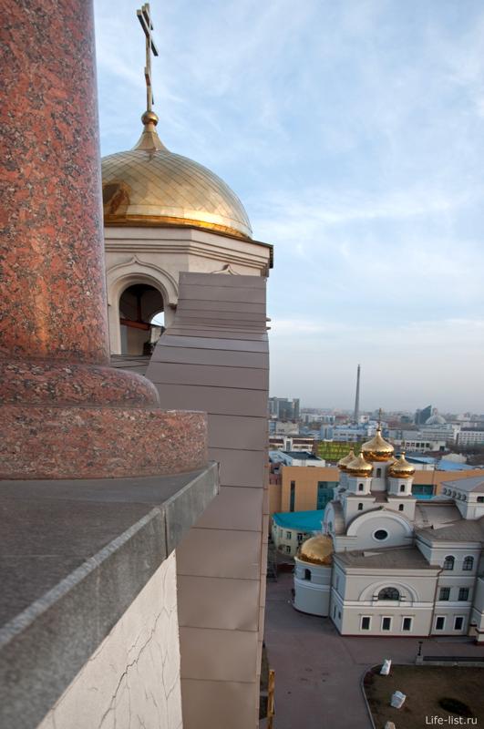 Купола храма в Екатеринбурге