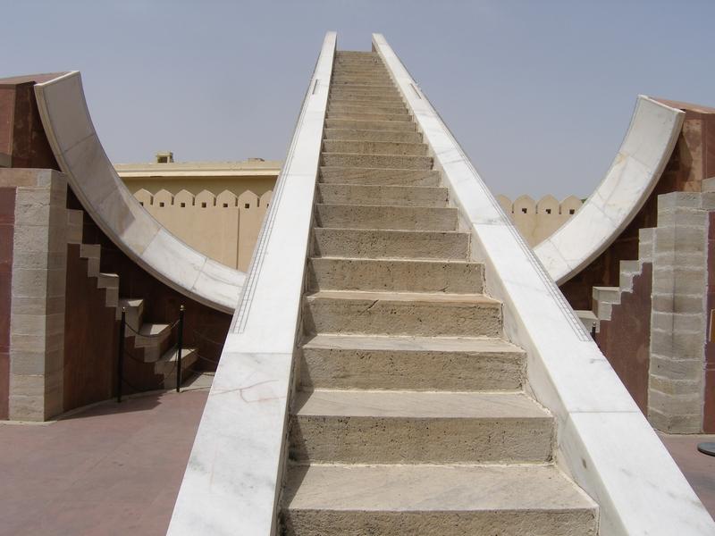 Обсерватория Джантар Мантар в Джайпуре